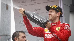 Vettel celebra su podio en Hockenheim.