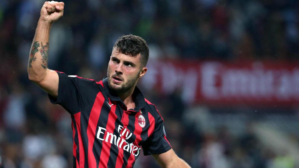 Patrick Cutrone (21) celebra un gol con el Milan.