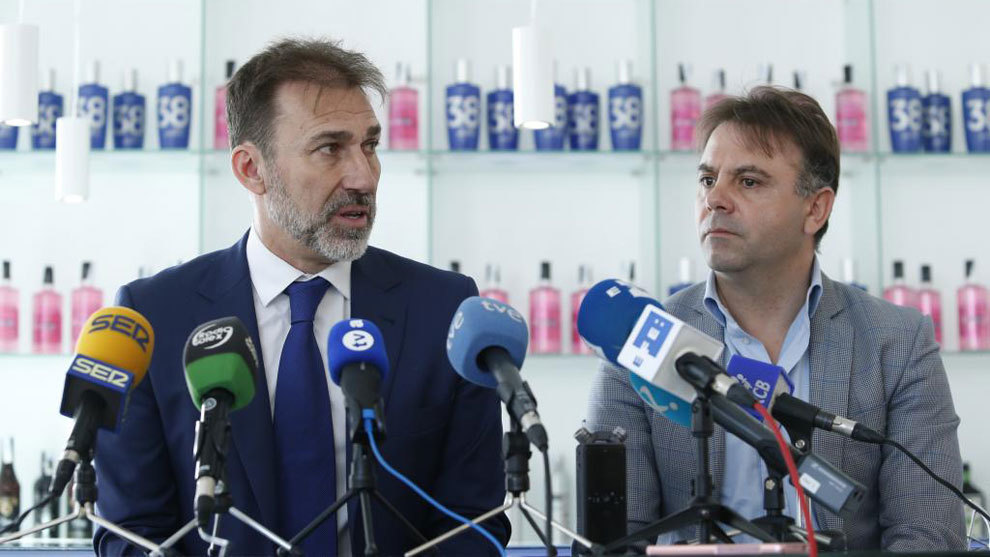 Manuel Franganillo junto al ex director técnico del Extremadura,...
