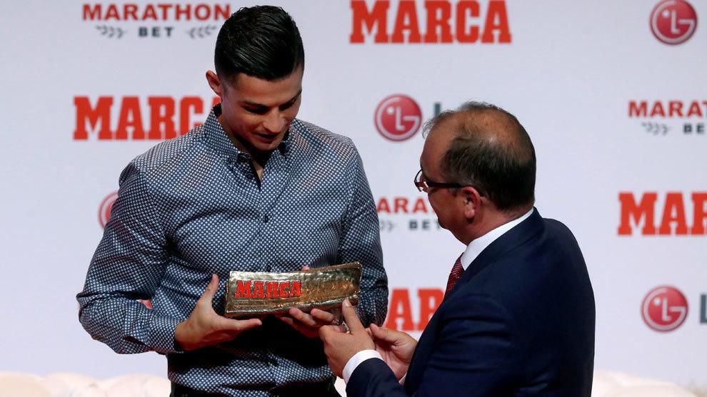 Cristiano Ronaldo recibe de Juan Ignacio Gallardo el MARCA Leyenda