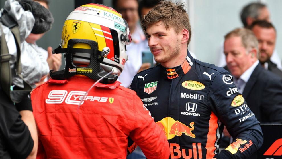 Vettel felicita a Verstappen tras el triunfo del holandés en...