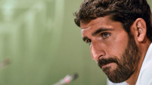 Raúl García, durante su acto de renovación con el Athletic