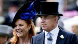 Sarah Ferguson confiesa que aún sigue viviendo con el príncipe...