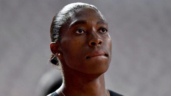 Caster Semenya, bicampeona olímpica de 800 metros.
