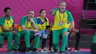 El técnico español Jorge Dueñas, dirigiendo en la final a Brasil /