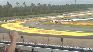Momento en el que se sale de pista Vettel.