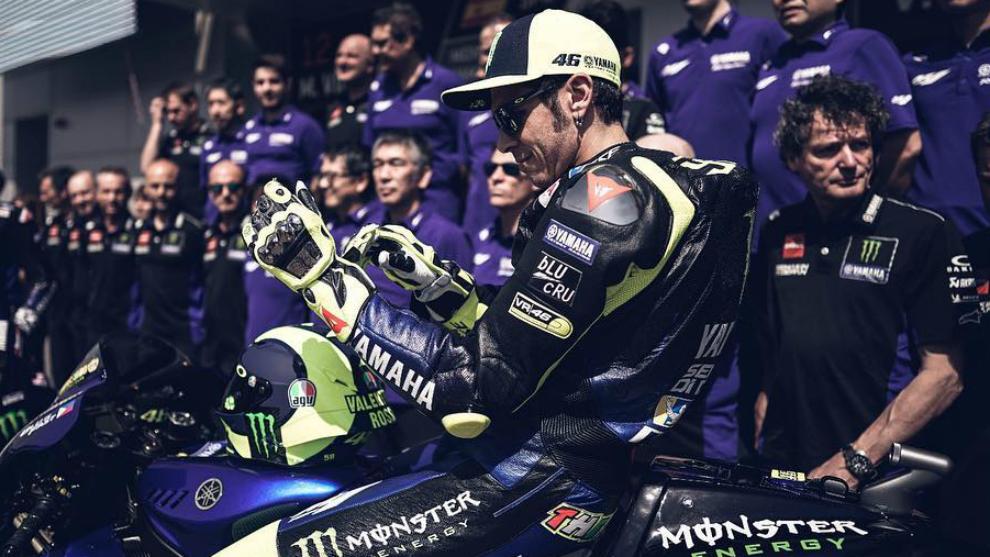 Rossi, en la foto de equipo de este año en Losail.