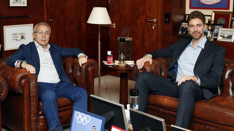 Alejandro Blanco y Pau Gasol, en la sede del COE