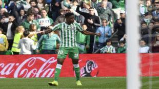 Junior celebra un gol con el Betis.