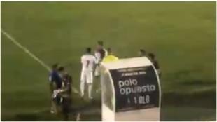 Valverde, en el momento de entrar al campo