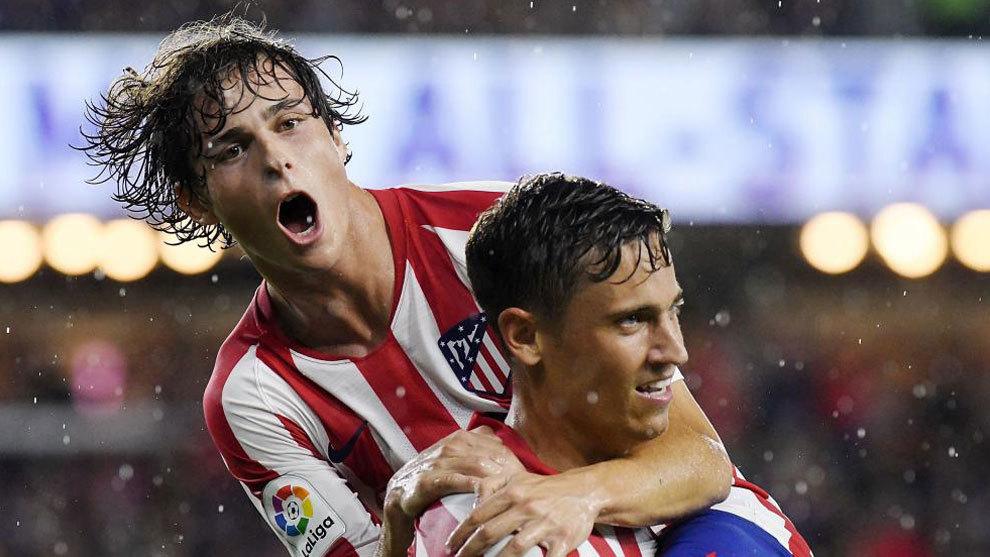 Riquelme and Llorente celebrate.