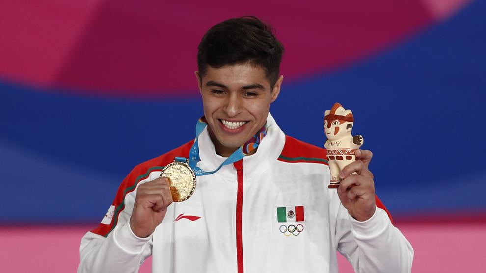 Isaac Núñez posa con su medalla