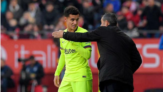 Valverde da indicaciones a Coutinho durante un partido