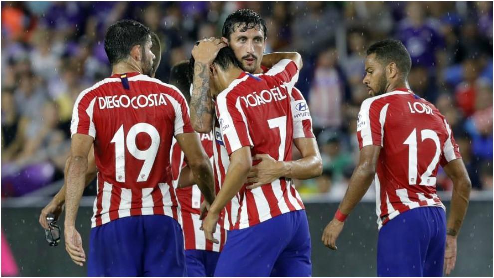 Los jugadores del Atlético celebran uno de los goles conseguidos en...
