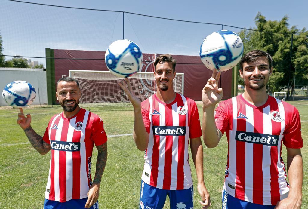 Los españoles haciendo malabares con el balón