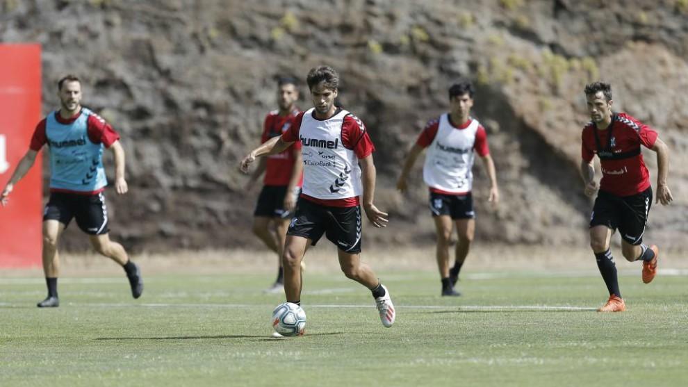Jugadores del Tenerife, en un partidillo
