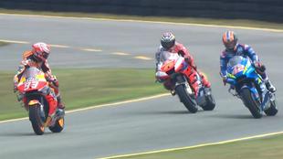Márquez reta con la mirada a Rins.