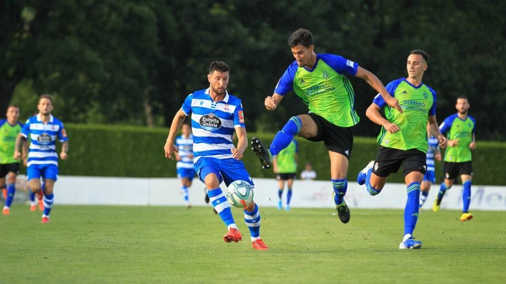 Lance del partido entre el deportivo y Ponferradina