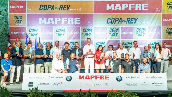 Foto de familia de todos los vencedores de la 38 Copa del Rey MAPFRE...