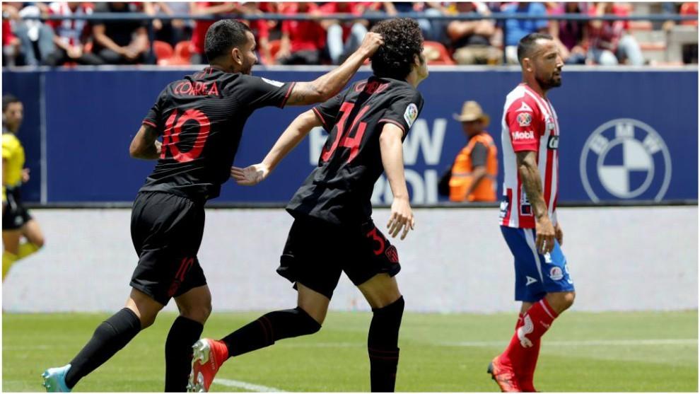 Camello y Correa celebrando el gol del Atlético de Madrid