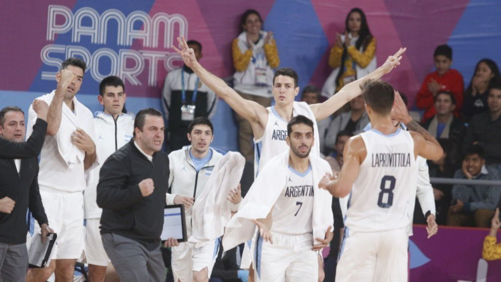 La Selección de Argentina celebra la victoria.