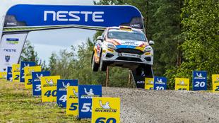 El piloto del Rally Team Spain volando con su Ford Fiesta R2T.