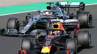 Verstappen y Hamilton pelean en Hungría.