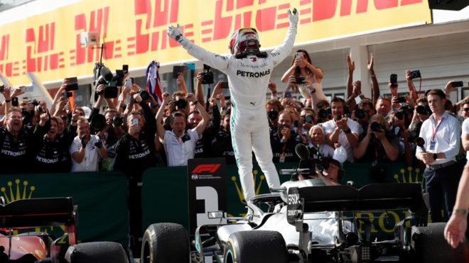 Lewis Hamilton lo vuelve a hacer.