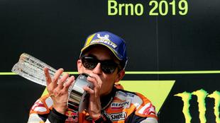 Marc Márquez, en el podio de Brno.