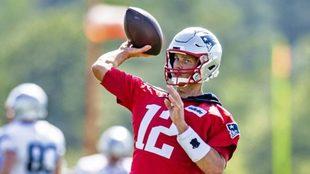 Brady seguirá al menos dos temporadas más.