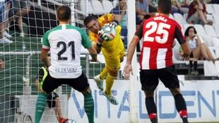 Luca Zidane, atajando el esférico a un remate de Aduriz
