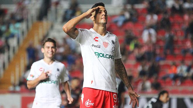 Mauro Quiroga colaboró con un gol en la goleada del Necaxa en casa...