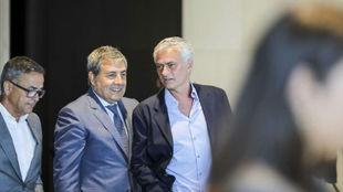 Fernando Gomes (67), Presidente de la Federacion Portuguesa, con José...