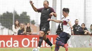 Unai Medina, durante su estreno como jugador del Sporting ante el...