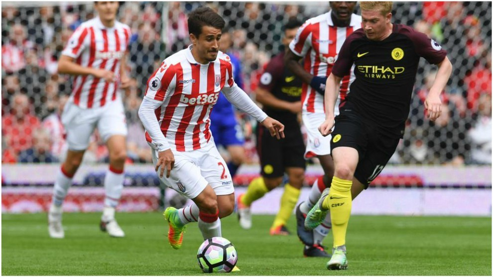 Bojan Krkic on the ball with Kevin De Bruyne nearby.
