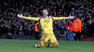 Adrián celebra un triunfo con el West Ham, su anterior equipo.