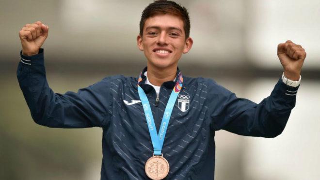 José Alejandro Barrondo en el podio de los 20 km marcha de los...