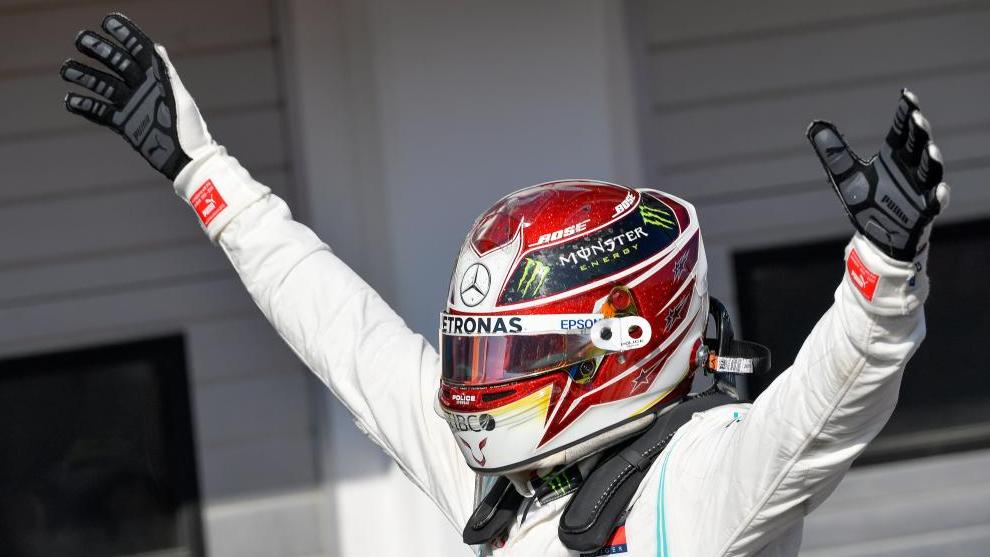 Hamilton celebra su victoria en Hungría.