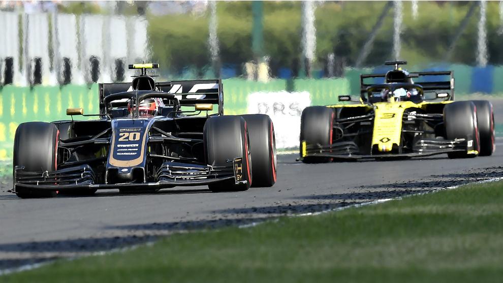 Magnussen, por delante de Ricciardo.