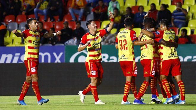 Morelia celebrando el gol
