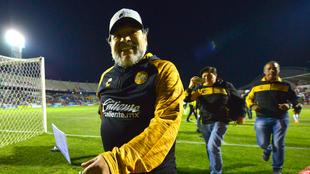 Maradona durante el juego de vuelta de las semifinales del torneo...