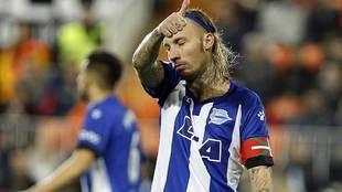 Alexis, durante un partido de hace dos temporadas con eel Alavés, su...