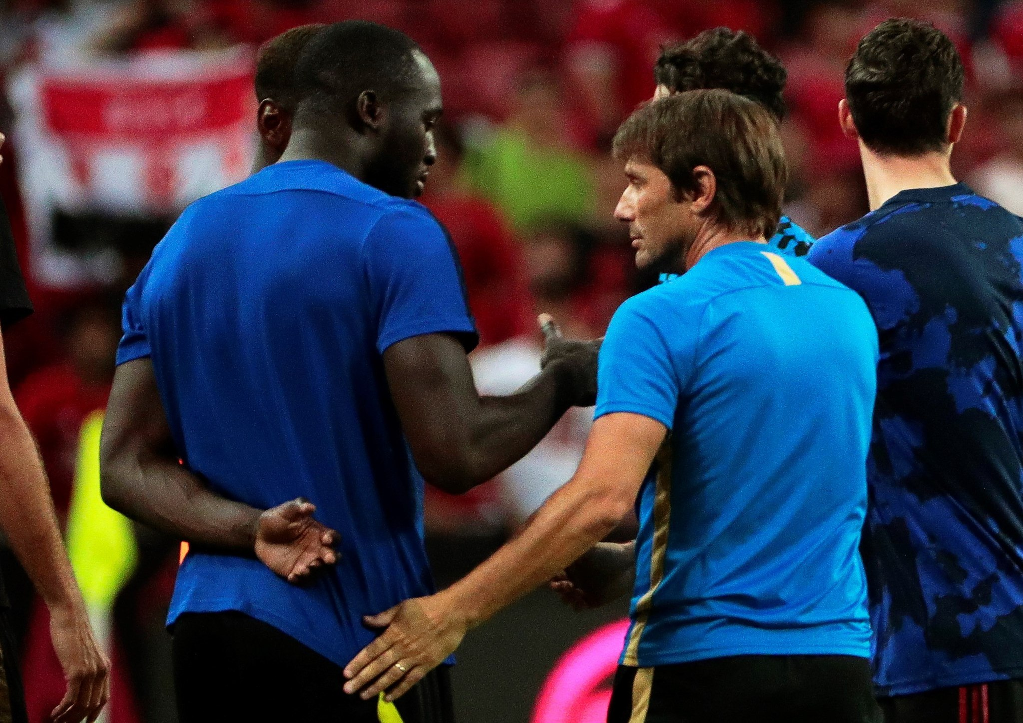 Singapore (Singapore), 20/07/2019.- (FILE) - Manchester Uniteds Romelu <HIT>Lukaku</HIT> (L) and Inters head coach Antonio Conte (R) react after the International Champions Cup soccer match between Manchester United and Inter Milan at the National Stadium in Singapore, 20 July 2019 (re-issued 08 August 2019). <HIT>Lukaku</HIT> is expected to join Inter after Manchester United accepted a £70 million (76 million) bid including add-ons. (Singapur, Roma, Singapur) EFE/EPA/WALLACE WOON