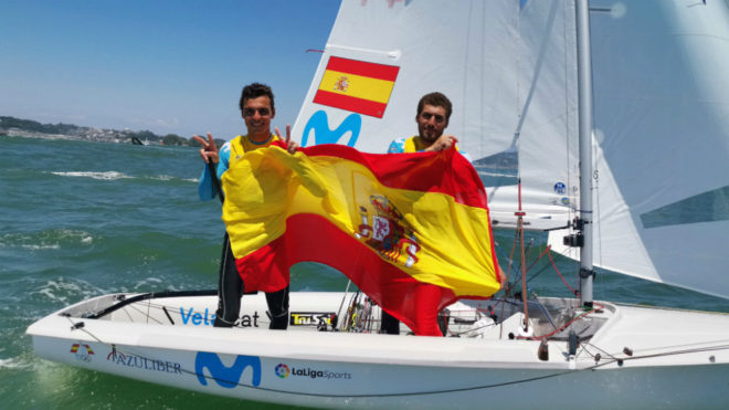 Jordi Xammar y Nicolás Rodríguez celebran su plata en el Mundial.