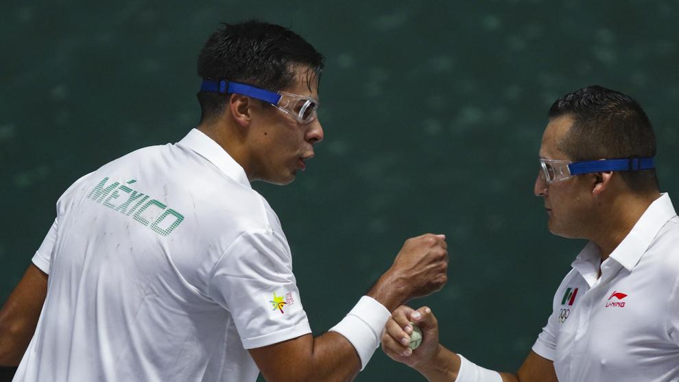 Josué López y Luis Molina festejan su triunfo en frontenis dobles