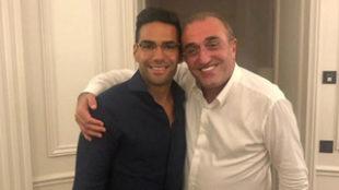 El colombiano posó con el vicepresidente del club turco