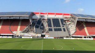 El estadio del AZ Alkmaar luego de ser azotado por los vientos.