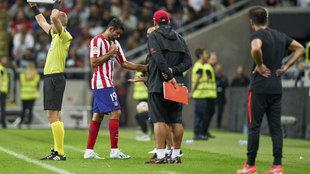 Diego Costa, en el momento de ser sustituido.