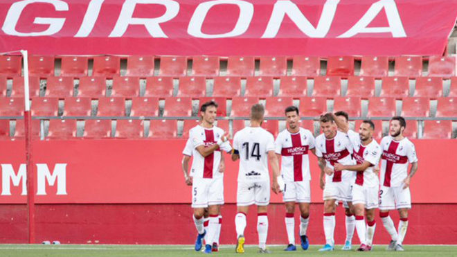Los jugadores del Huesca celebran un tanto ante el Girona.