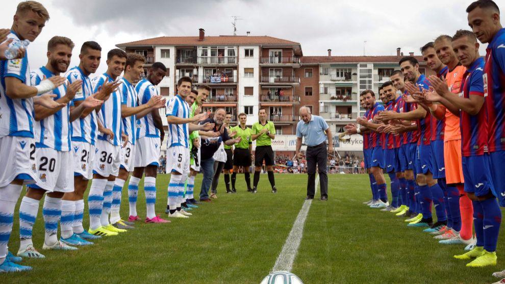 Real y Eibar han jugado la final de la Euskal Txapela con homenaje a...